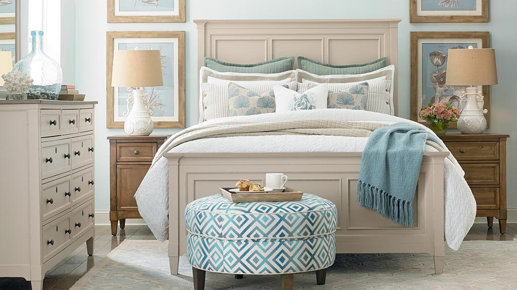 Bassett Furniture bedroom  rug under bed. The Right Rug Size Under Your Queen Bed